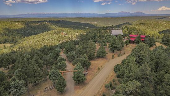RUSTIC ELEGANCE IN THE PERFECT MOUNTAIN SETTING... - 33040 Fisher Peak Pkwy, Trinidad